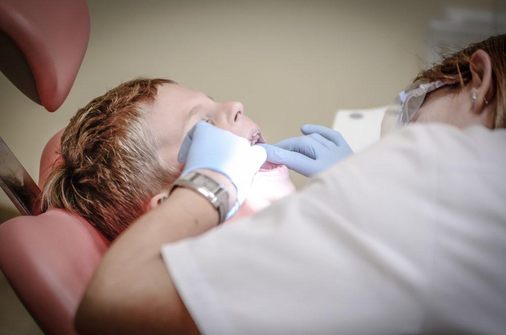 Comment détendre votre enfant avant un rendez-vous chez le dentiste ?